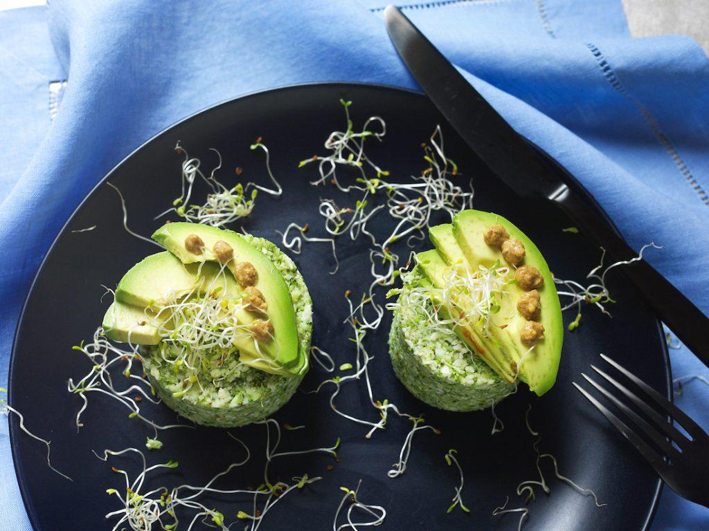 Couscous de Couve-Flor e Brócolis com Avocado e Creme de Curry