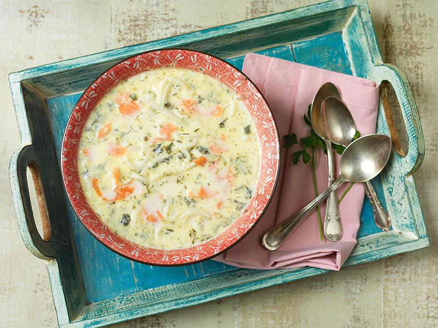 Sopa Cremosa de Espaguete de Palmito com Salmão Defumado
