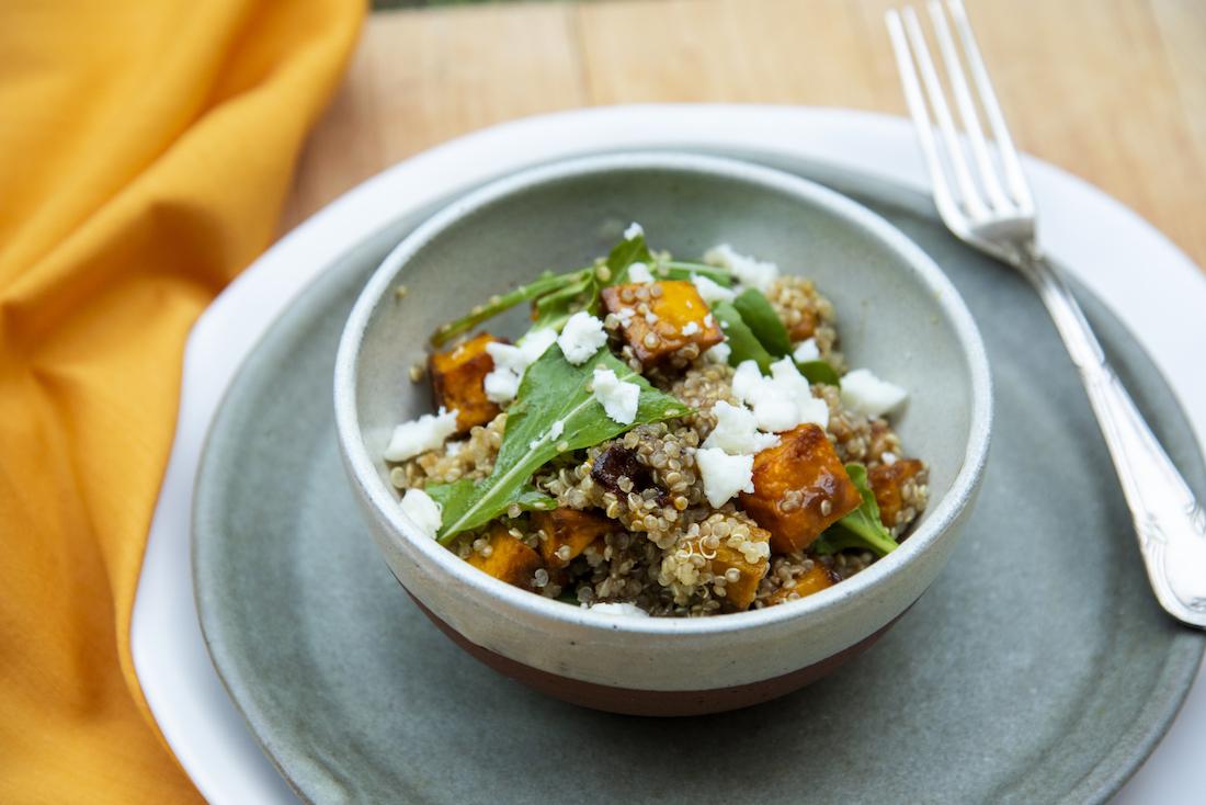 Salada de Abóbora Cabotiã com Quinua e Queijo Feta