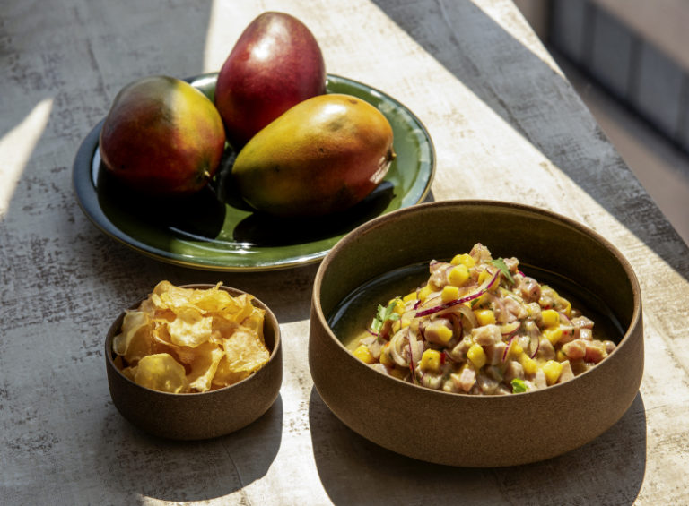 Ceviche Tropical com Chips de Batata-Doce