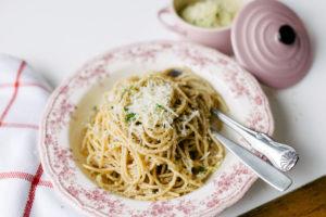 Espaguete Integral com Sardinha e Farofinha Crocante de Limão