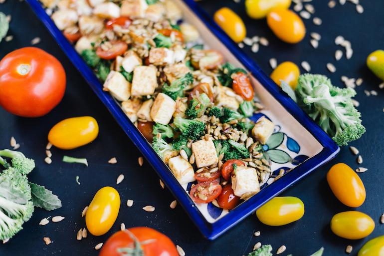 Salada de Tofu, Brócolis e Semente de Girassol