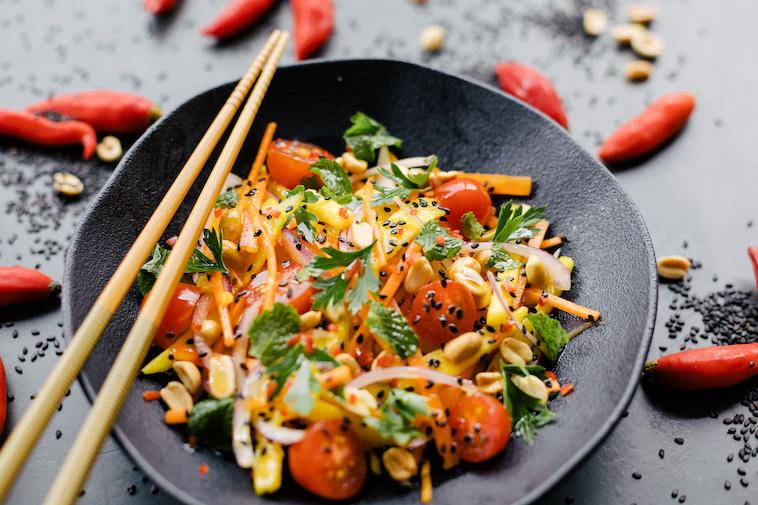 Salada Thai de Manga Verde
