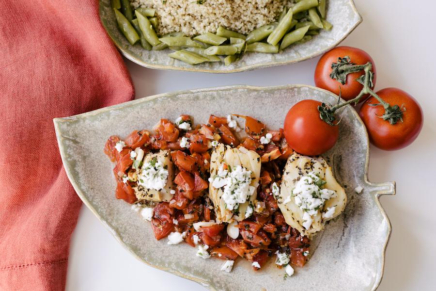 Bacalhau com Molho de Tomate, Vagem e Gergelim