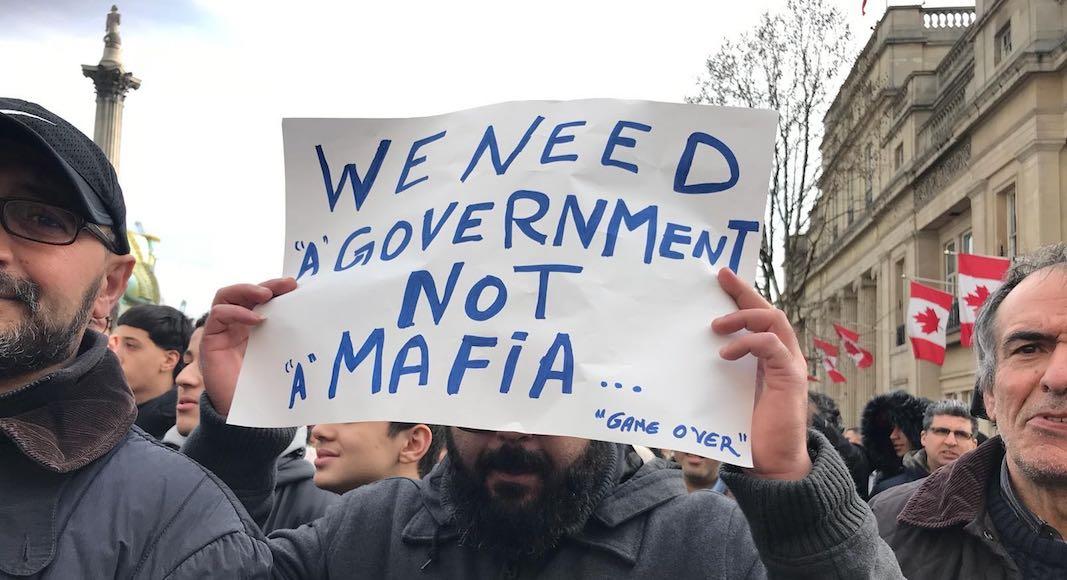 Pancarte anti-Bouteflika Londres