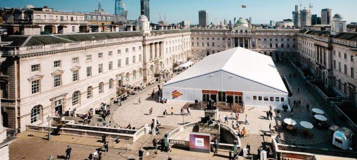 La photo london fair revient a la Somerset House de Londres