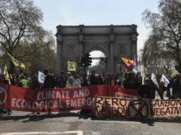 Le mouvement extinction rebellion lance une action de désobéissance civile a londres et ailleurs