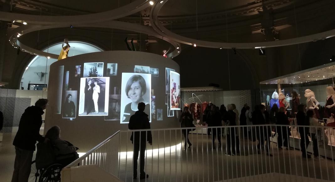 La deuxième salle de l'exposition sur Mary Quant au V&A museum