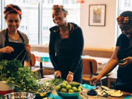 Ida Ossonemane organise des cours de cuisine africaine a Londres