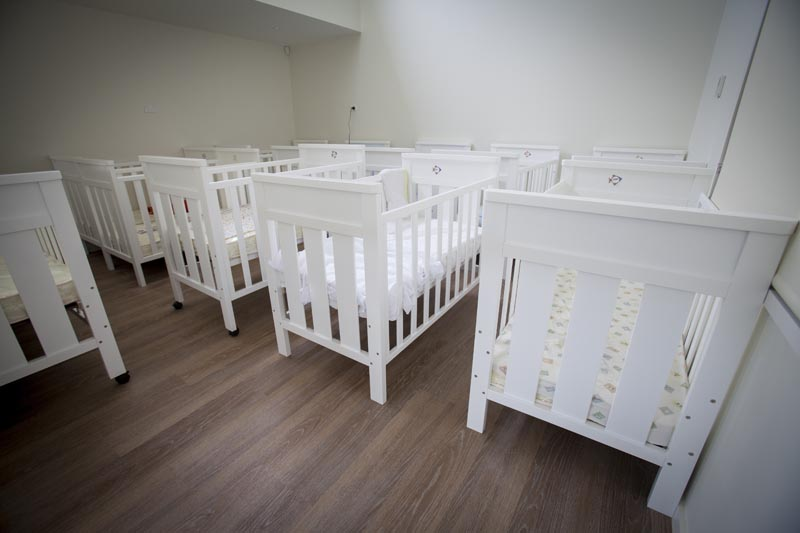 white wooden cots