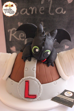 Torta Toothless Casco