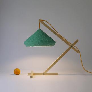 lampara-mesa-papel-esmeralda-mizuko-lamparas-ecologicas-ekohunters-crea-re