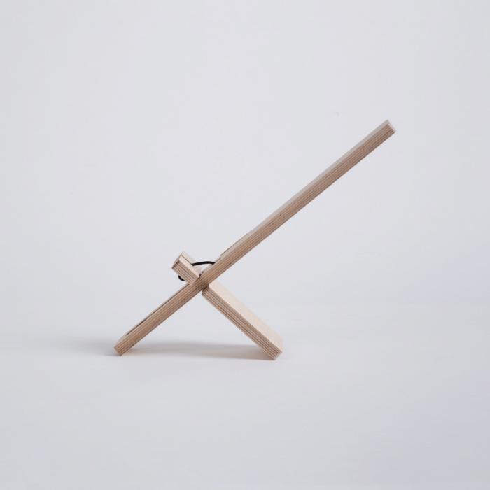 lampara-de-mesa-madera-sostenible-delamp-ekohunters-debosc-ecodiseño