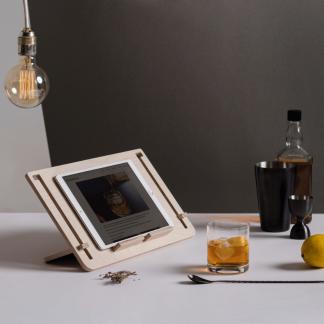 sustainable-tablet-wooden-stand-detablet-ekohunters-debosc