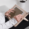 soporte-madera-tablet-diseño-detablet-ekohunters