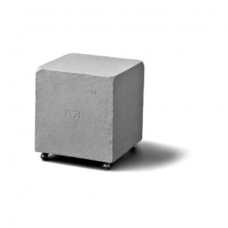 eco-friendly-paper-stool-kvadro-ekohunters-indi