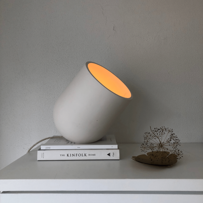 sustainable-archy-table-lamp-white-big-ekohunters-more-circular