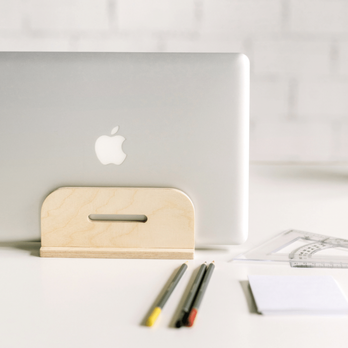 derest-wooden-laptop-stand-ekohunters-debosc