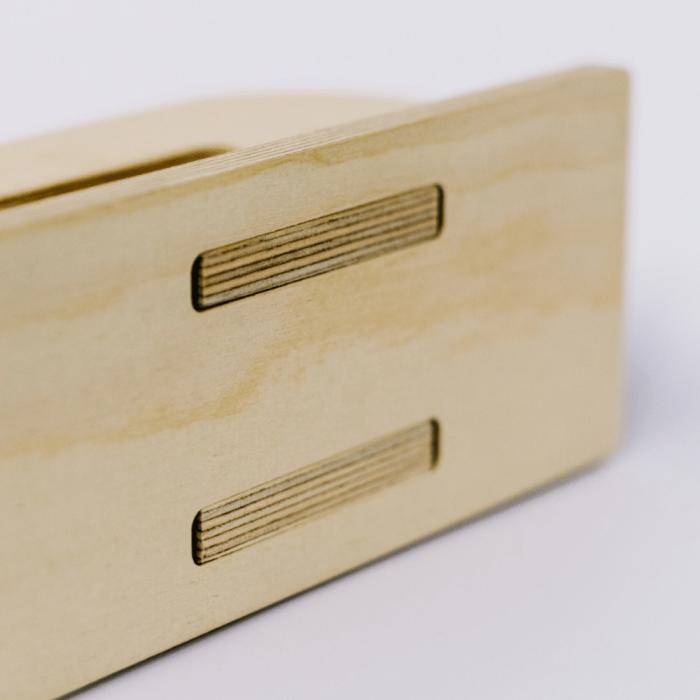 wooden-laptop-stand-derest-ekohunters-debosc