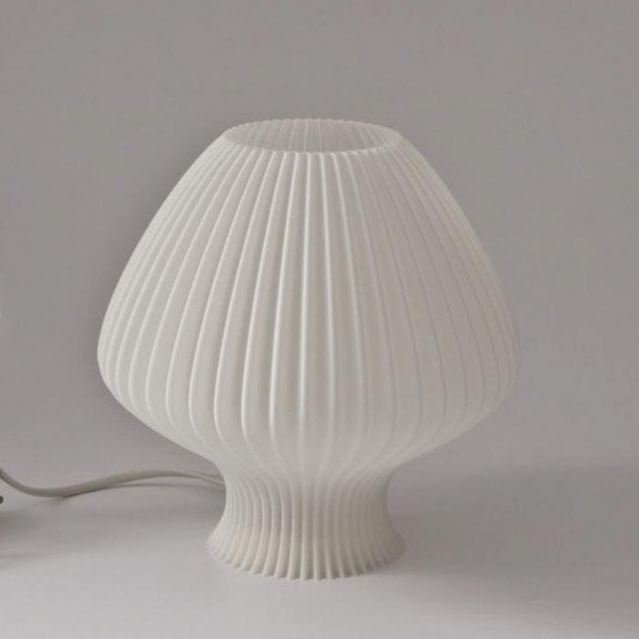 lampara de mesa-sostenible-elenita-pla-ekohunters