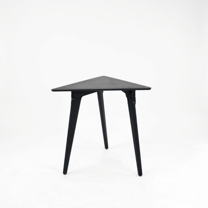 mesa-auxiliar-sostenible-azul-madera-originals-triangle-ekohunters-fuzl-mesas-ecologicas-muebles-ecologicos