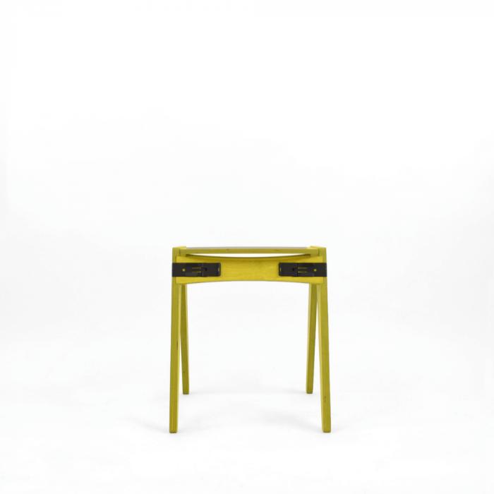 taburete-sostenible-mostaza-madera-originals-ekohunters-fuzl-muebles-ecologicos-mobiliario-sostenible