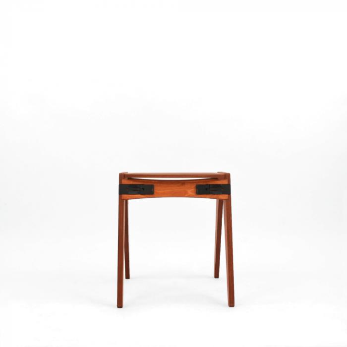 taburete-sostenible-tomate-madera-originals-ekohunters-fuzl-muebles-ecologicos-mobiliario-sostenible