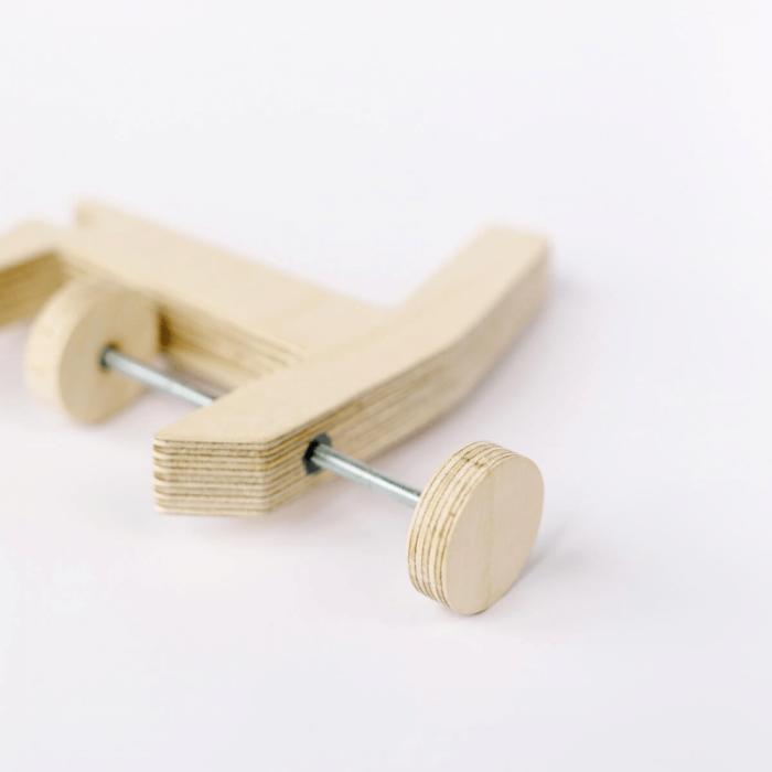 eco-friendly-wooden-hanger-el-serjant-ekohunters-debosc-sustainable-organizers