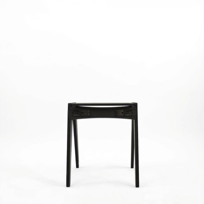 taburete-negro-madera-ecologico-originals-ekohunters-fuzl-muebles-ecologicos-mobiliario-sostenible