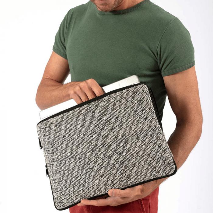 funda-de-ordenador-portatil-azul-gris-siraha-ekohunters-ecodiseño-bhangara