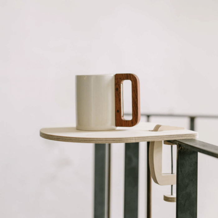 sustainable-wooden-mobile-stand-the-drop-sustainable-desk-organizers-ekohunters-debosc