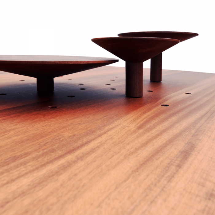 mesa-comedor-redonda-sostenible-madera-cedro-platel-ekohunters-muebles-ecologicos-vea-mobiliairio