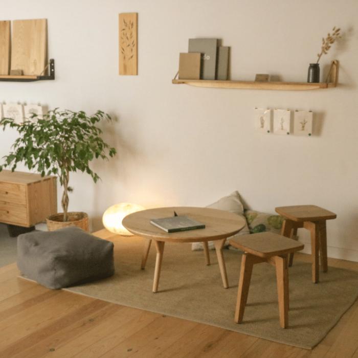taburete-madera-sostenible-razi-ekohunters-likenwood-muebles-sostenibles