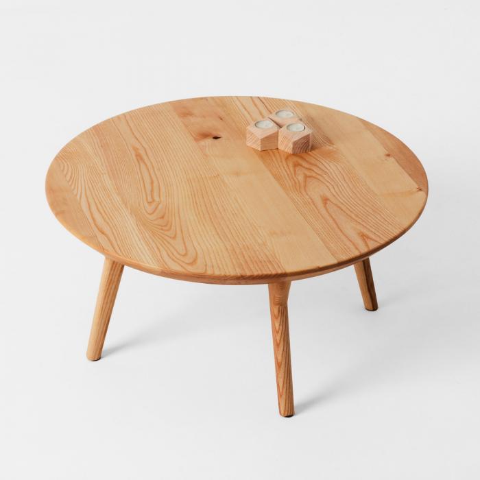 mesa-auxiliar-sostenible-madera-dolmen-redonda-ekohunters-likenwood