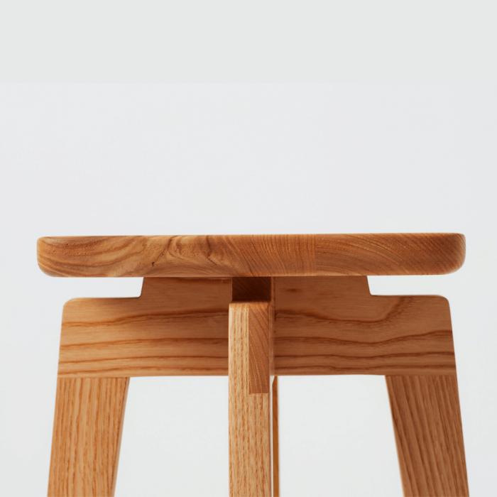 taburete-madera-sostenible-razi-ekohunters