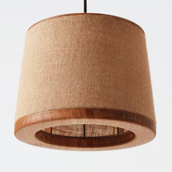 detalle-tela-lampara-pie-madera-tendi-ekohunters