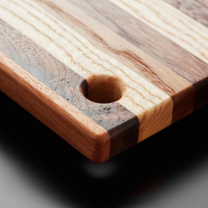 detalle-tabla-de-cortar-de-madera-scrap-l-ekohunters-likenwood-accesorios-cocina-ecologicos