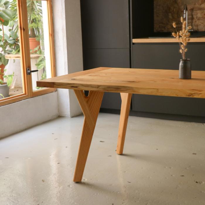 eco-friendly-dolem-dinning-table-ekohunters-likenwood-sustainable-furniture