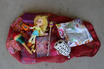 Great Road Trip Toys Ideas for Preschoolers - bag of lots of small toys to hang back to kids throughout a road trip