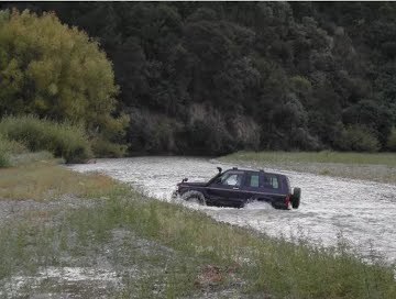 Land Rover Discovery Water Crossing