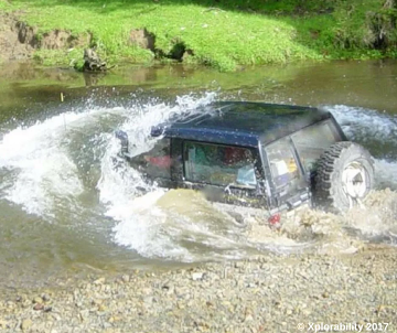Land Rover Discovery Going For a Swim - check out our 4x4 water crossing tips (yes this Land Rover got back out!)