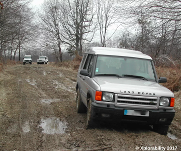 Land Rover Discovery vs Defenders