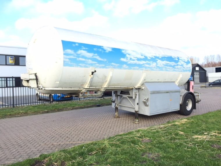 Foto van Hobur single axle trailer  29000 liter
