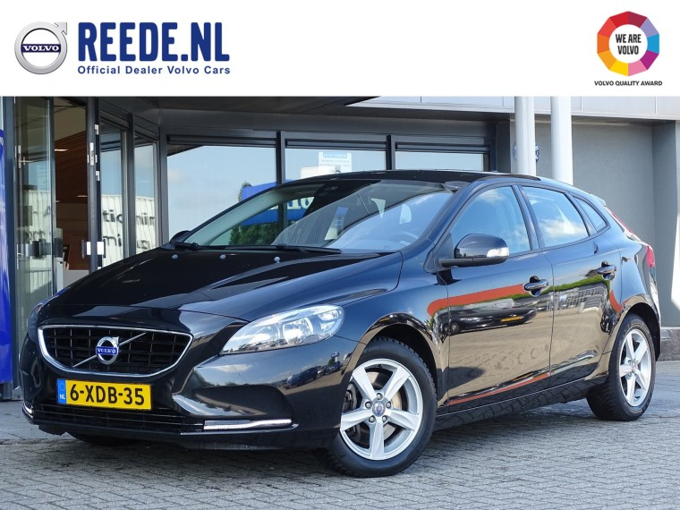 Foto van Volvo V40 D4 Kinetic Business Pack Connect / Panoramadak