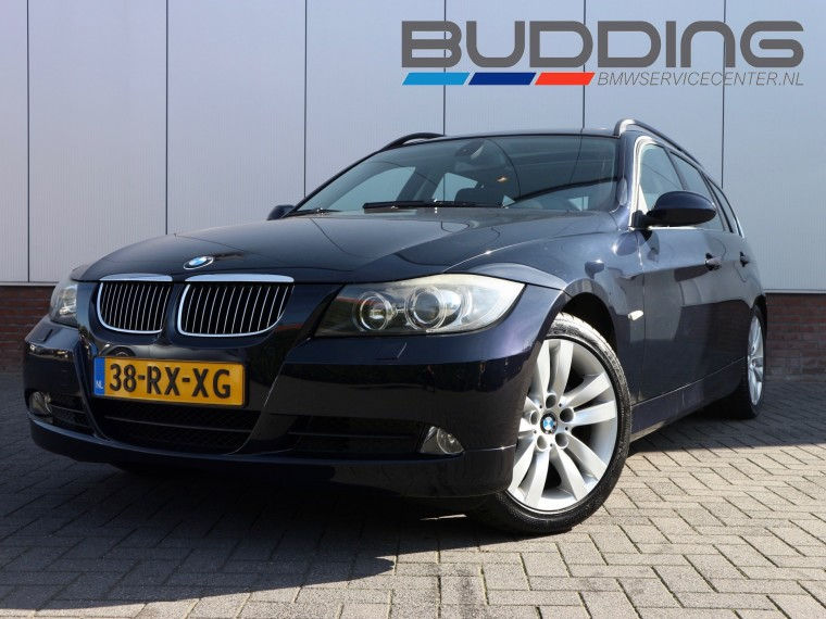 Foto van BMW 3 Serie Touring 325i Dynamic Exe