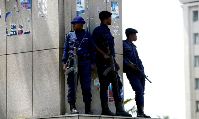 Goma: Three presumed policemen of murdering a pupil during a demonstration