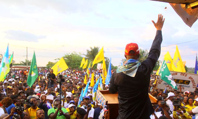 In campaign in Kwango, Shadary offers a bath of crowd over 7 kms in Kenge