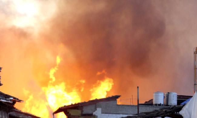 A tanker truck and a house in stage consumed in a fire in Kinshasa