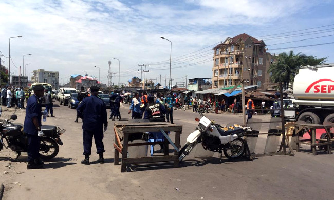 To get into  downtown area of Kinshasa: holders of false badges intercepted by the police force
