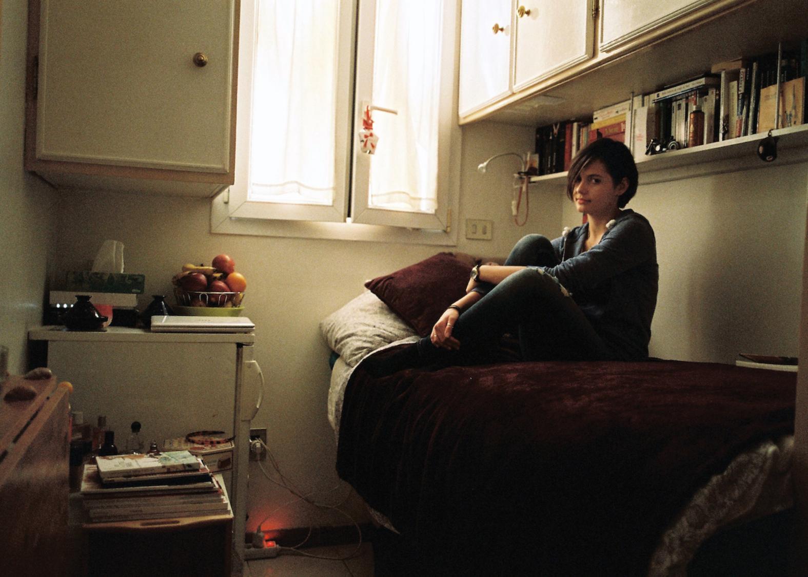 Chambre De Bonne Sur Paris avec-les-habitants-des-chambres-de-bonne-de-paris-912-body-image